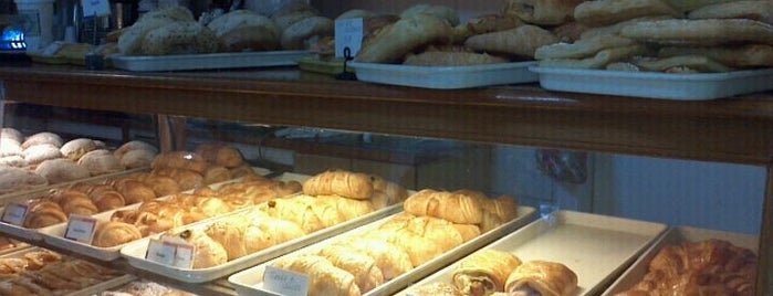 Croissants de France is one of Russellさんの保存済みスポット.
