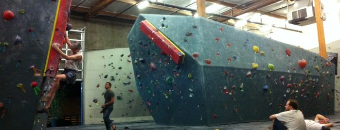 Seattle Bouldering Project is one of Orte, die Tabitha gefallen.