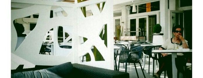 Tamarises Restaurante/Bar is one of Tempat yang Disukai Ione.