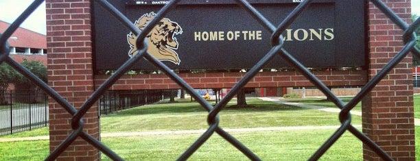 Jack Yates High School is one of Locais salvos de Shana.