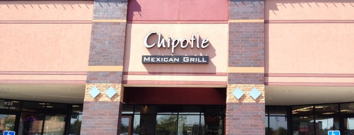 Chipotle Mexican Grill is one of Lugares favoritos de Angie.