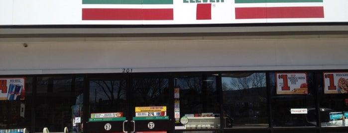 7-Eleven is one of Locais curtidos por Richard.