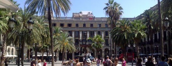 Plaça Reial is one of MONUMENTOS/LUGARES.