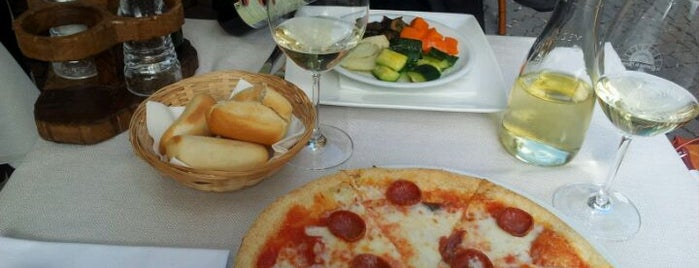 Le Cantine de l'Arena is one of *** Verona Loves Pizza :-).