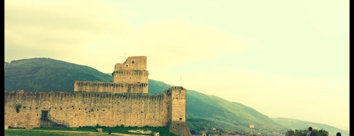 Rocca Maggiore is one of  Assisi .