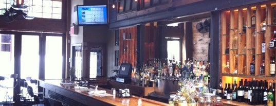 Two Door Tavern is one of Billyburg Happy Hour.