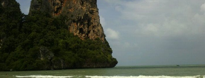 Railay Beach West is one of The Amazing Race 01 map.
