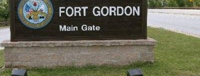 Fort Gordon Gate 1 is one of Kenneen'in Beğendiği Mekanlar.