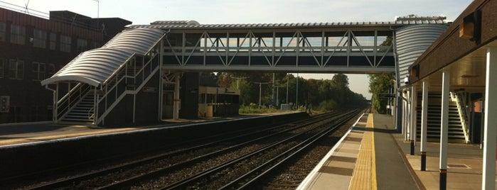 West Byfleet Railway Station (WBY) is one of Posti che sono piaciuti a Del.