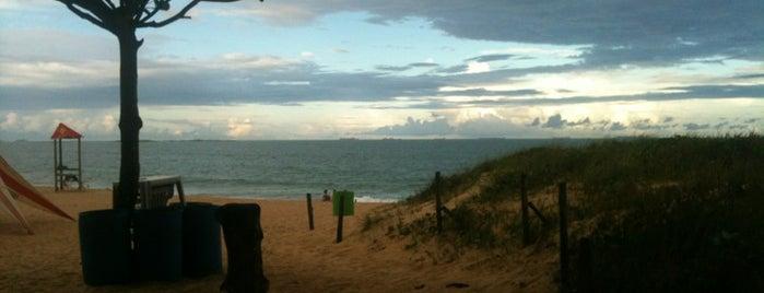 Praia de Itaparica is one of Travel Guide - Grande Vitória/ES.
