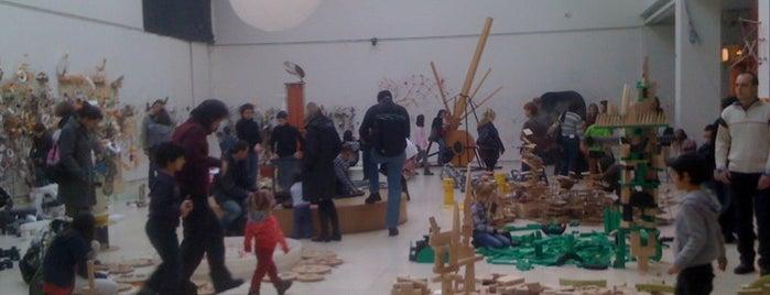 Galerie Mánes is one of praha umělecká / artistic prague.