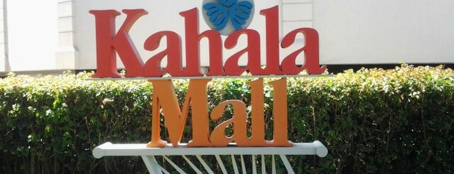 Kahala Mall is one of Lugares favoritos de Jason.