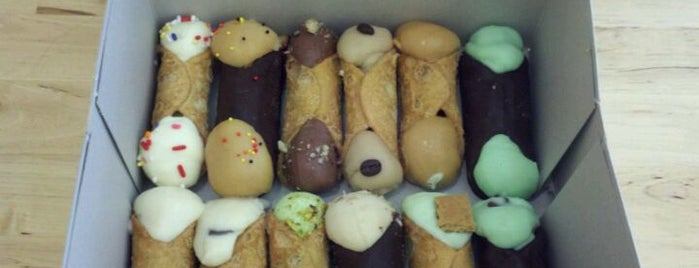 Stuffed Artisan Cannolis is one of Leigh: сохраненные места.