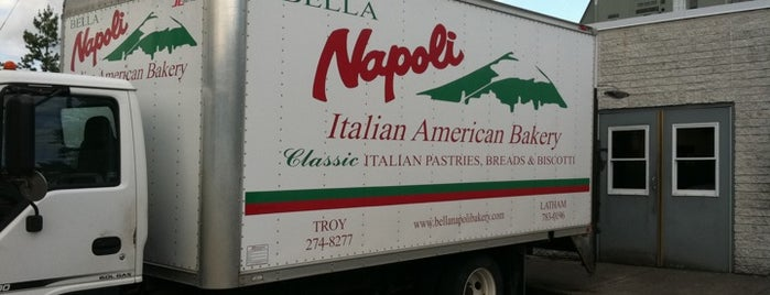 Bella Napoli Italian Bakery is one of Locais curtidos por Jessie.