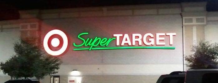 Target is one of Locais curtidos por L.