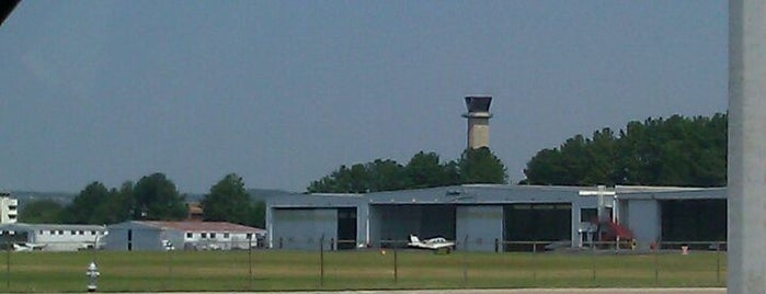 Fulton County Airport (FTY) is one of Aeroporto.