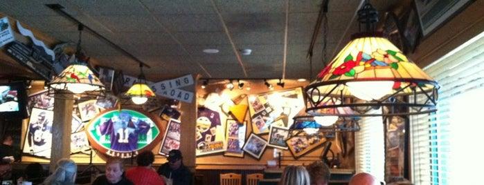 Applebee's Grill + Bar is one of Orte, die Brant gefallen.