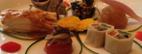 Yu Lei Chinese Restaurant is one of hong kong 2014 michelin stars.
