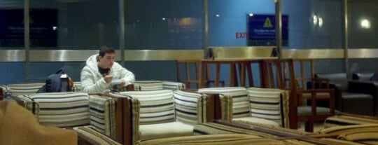 American Airlines - Admirals Club is one of Alejandroさんのお気に入りスポット.