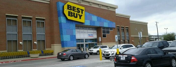 Best Buy is one of Lieux qui ont plu à Wade.