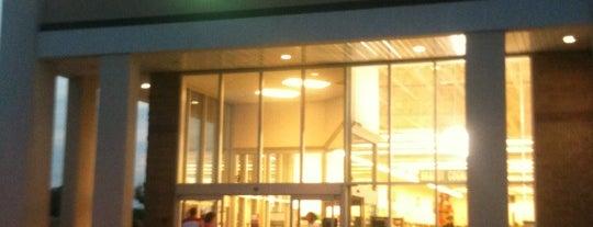 Exit 9 Wine & Liquor Warehouse is one of สถานที่ที่บันทึกไว้ของ Nicholas.