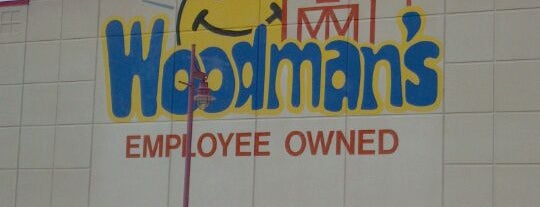Woodman's Food Market is one of Adolfoさんのお気に入りスポット.
