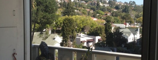 Los Feliz Towers is one of Karl 님이 좋아한 장소.