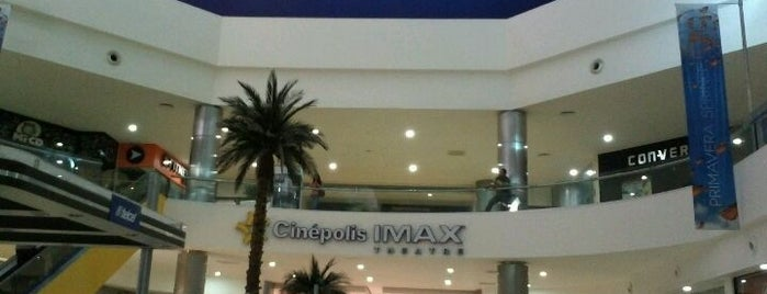 Cinépolis is one of Lugares favoritos de Martin.