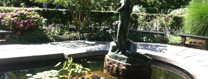 Burnett Fountain is one of Sofia'nın Beğendiği Mekanlar.