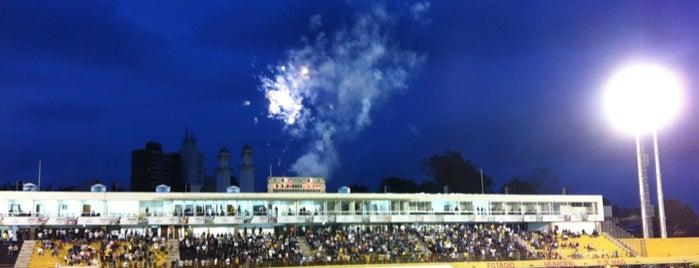 Estádio Municipal 1º de Maio is one of meus sonhos.