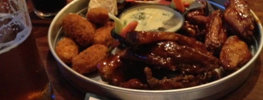 Stadium Sports Bar & Grill is one of Where to eat and drink downtown.