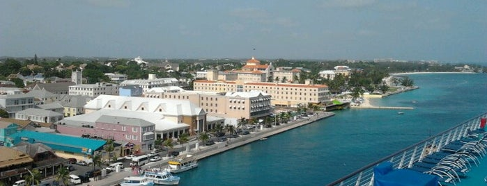 Port of Nassau is one of Locais curtidos por Ishka.
