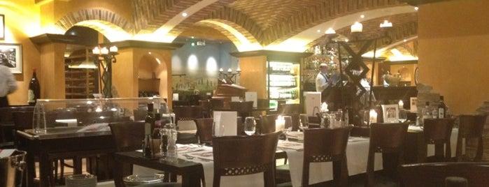 Restaurant Molino is one of สถานที่ที่ Winda ถูกใจ.