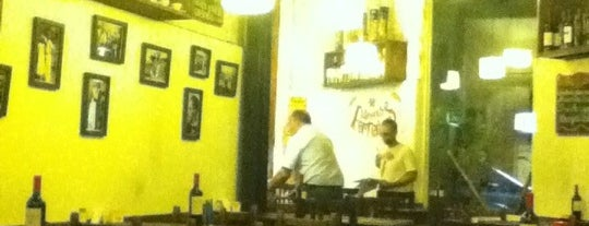 Amores Porteños is one of Bares y After Hours.