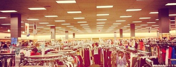 Nordstrom Rack is one of Rosanaさんのお気に入りスポット.