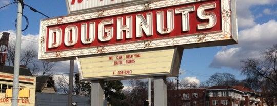 Krispy Kreme Doughnuts is one of Minha Atlanta.