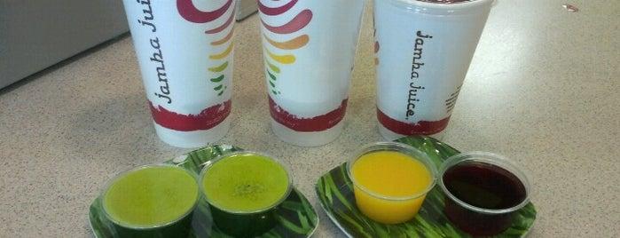 Jamba Juice is one of สถานที่ที่ Gigi ถูกใจ.