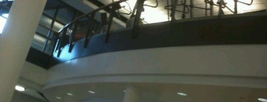 Ray Meyer Fitness and Recreation Center: DePaul University is one of Melissa 님이 좋아한 장소.