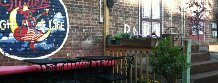 Brooklyn Stoops is one of NYC Laptop Friendly Spots.
