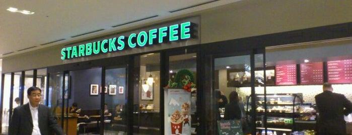 Starbucks is one of Tempat yang Disukai yasuuri.