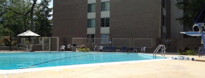 Kenwood Condominium is one of Tempat yang Disukai Gena.
