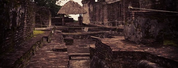 Zona Arqueológica de Comalcalco is one of สถานที่ที่ Anaid ถูกใจ.