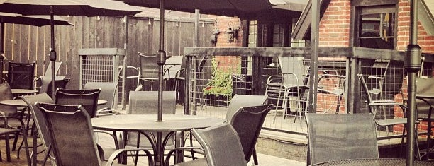 Royal Oak Bar and Grill is one of Patio.