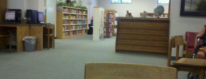Wickenburg Public Library is one of Tempat yang Disukai Joe.