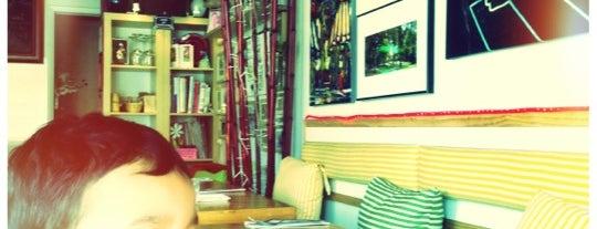 Victoria's Bistro Cafe is one of Lugares guardados de Sativa.