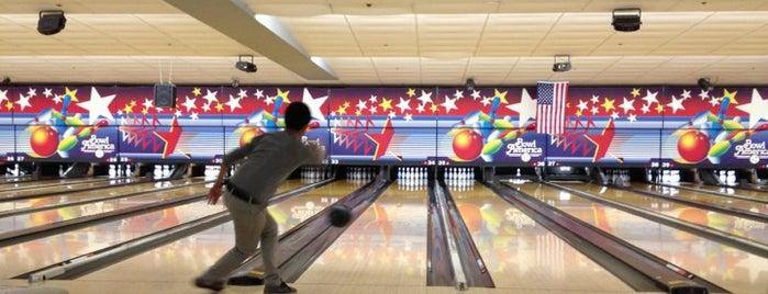 Bowl America is one of Tempat yang Disukai Caitlin.