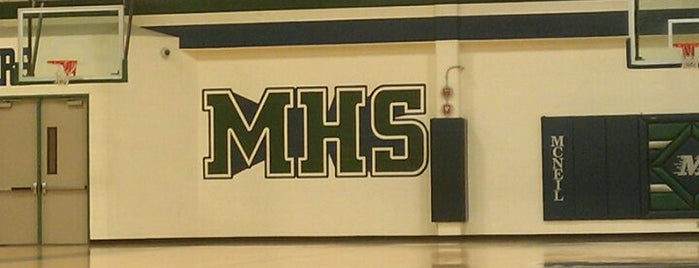 McNeil High School is one of Lieux qui ont plu à Jonathon.