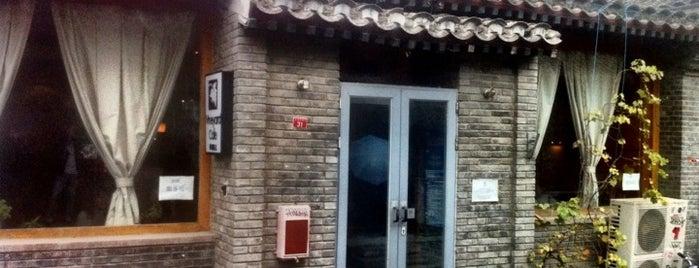 Vineyard Cafe is one of Tempat yang Disukai Matthew.