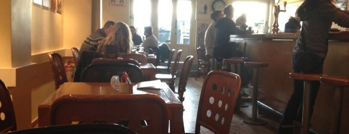Cafe Νίκης 35 is one of Must-visit Cafés in Thessaloniki.