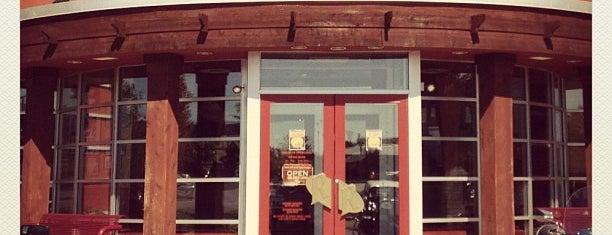 Red Robin Gourmet Burgers and Brews is one of Dinah'ın Beğendiği Mekanlar.